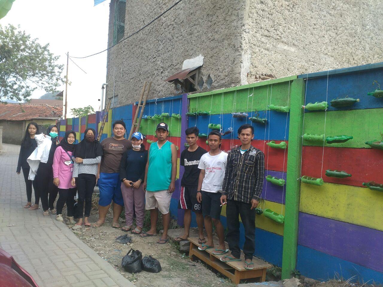 Photo of Mahasiswa Unla Bikin Kejutan di Desa Batujajar Timur