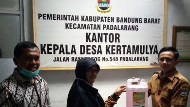 Photo of IKK DPRD KBB Serahkan Bantuan Hand Sanitizer untuk Desa Kertamulya