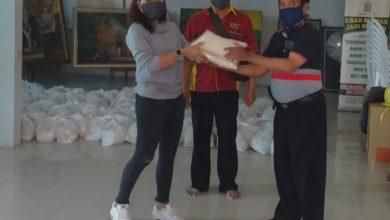 Photo of Yayasan Solusi Bersinar Indonesia Salurkan 200 Paket Beras untuk Warga Cimahi
