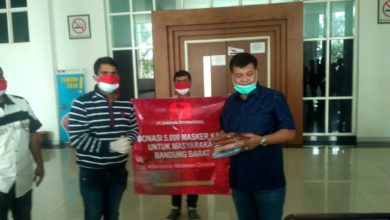 Photo of Pengusaha Luar Sumbang 5 Ribu Masker, Bupati Sindir Pengusaha KBB Belum Tampak 'Batang Hidungnya'